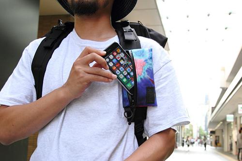 BLUE LUG SMARTPHONE POUCH
